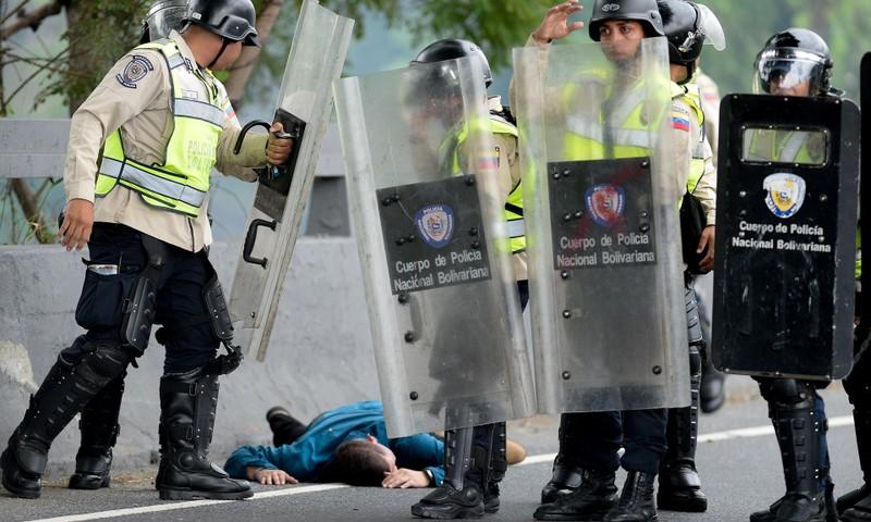 Venezuela ban hành tình trạng khẩn cấp vì Mỹ - ảnh 2