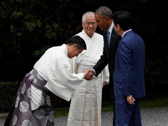 Tổng thống Obama đi thăm đền và tham gia trồng cây ở Nhật - ảnh 3