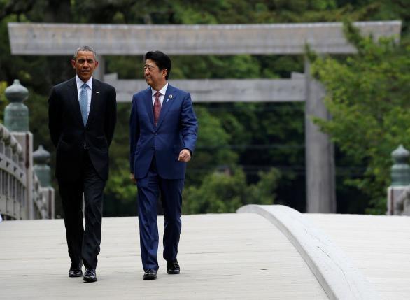Tổng thống Obama đi thăm đền và tham gia trồng cây ở Nhật - ảnh 1