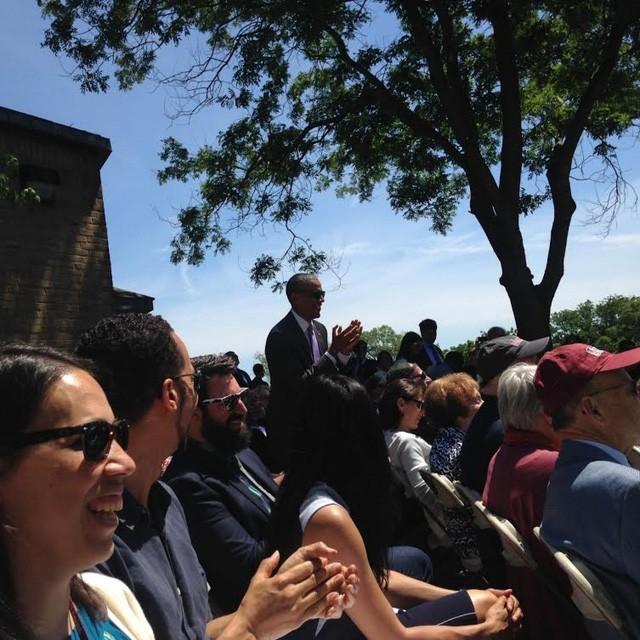 Tổng thống Obama 'đời thường' trong lễ tốt nghiệp của con gái rượu - ảnh 1