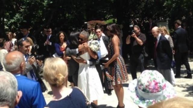 Tổng thống Obama 'đời thường' trong lễ tốt nghiệp của con gái rượu - ảnh 3