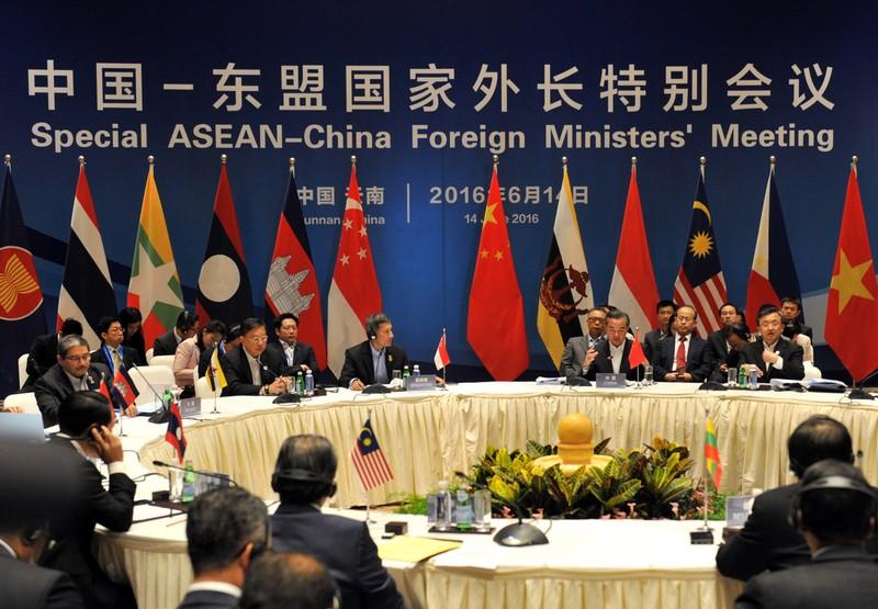 Indonesia: Việc ASEAN ra tuyên bố về biển Đông là nhầm lẫn - ảnh 1