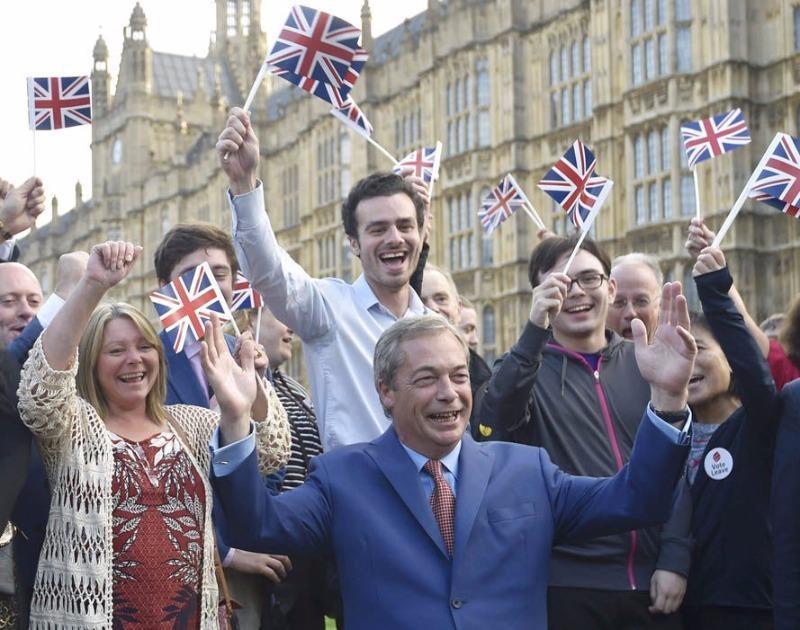 Đảng UKIP ăn mừng Brexit