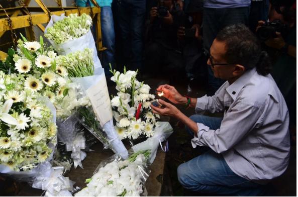 Tưởng niệm nạn nhân bị giết tại nhà hàng café Holey Artisan Bakery ở thủ đô Dkata (Bangladesh).