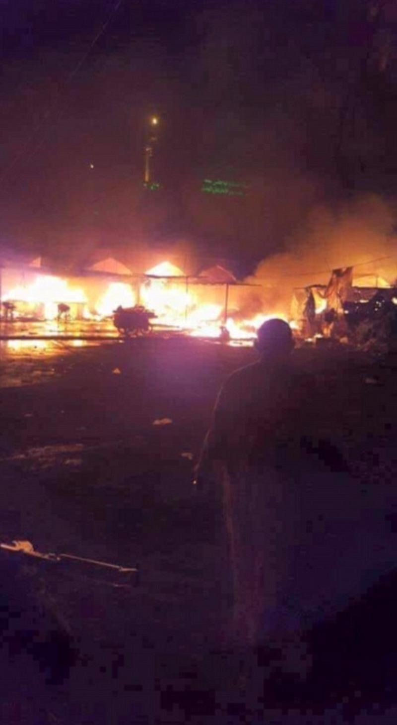 Hình ảnh hiện trường vụ đánh bom liên hoàn ở TP Balad (Iraq) lan truyền trên mạng.