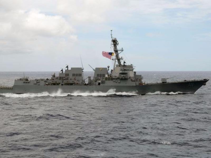 àu khu trục tên lửa USS Spruance của Mỹ tuần tra biển Đông gần đây.