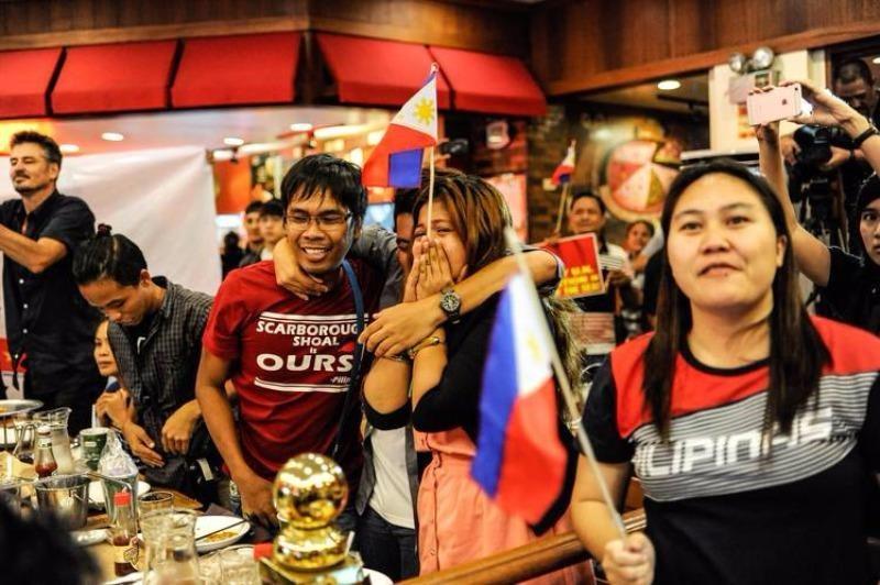 Dân Philippines vui mừng khi PCA thông báo phán quyết Philippines thắng kiện Trung Quốc.