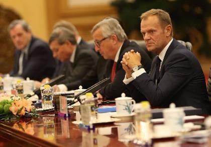 Chủ tịch EU Donald Tusk, Chủ tịch EC Jean-Claude Juncker hối thúc bà May nhanh vào cuộc đàm phán Brexit.