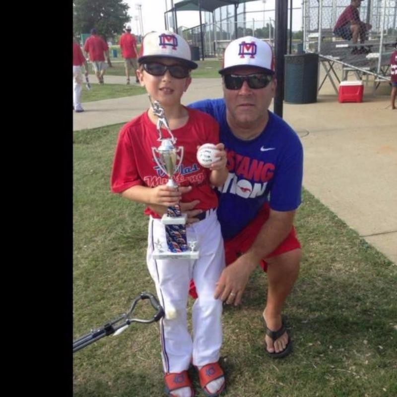 Hai nạn nhân người Mỹ: cha Sean Copeland 52 tuổi cùng con trai Brodie 10 tuổi