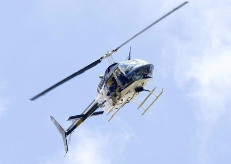 Trực thăng tuần tra hiện trường xả súng.