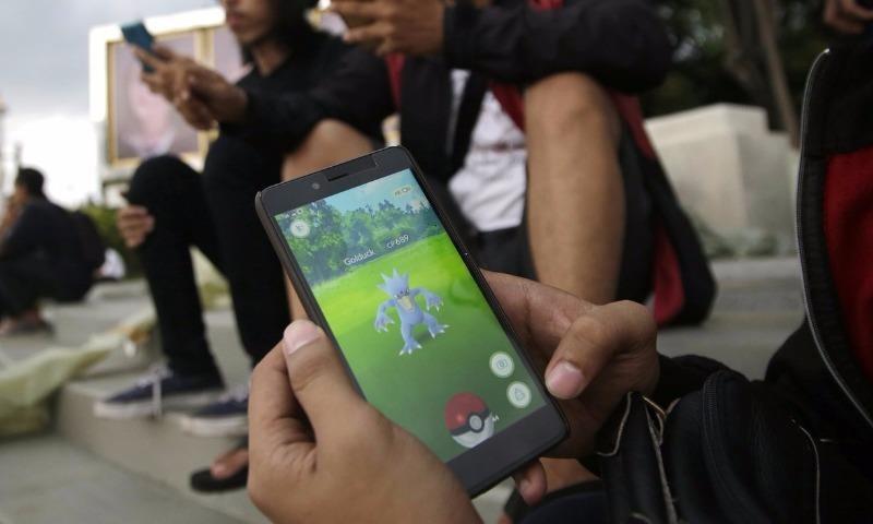 Dân Indonesia chơi bắt Pokémon tại Jakarta (Indonesia).