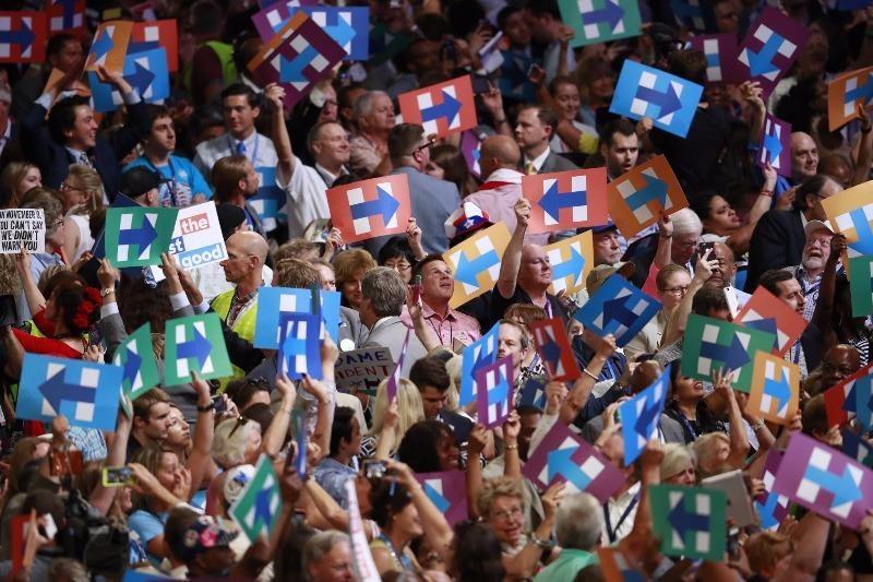 Các đại biểu chính thức đề cử bà Clinton tại đại hội ngày 26-7.