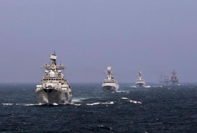 Tàu hải quân Trung Quốc và Nga tham gia một cuộc tập trận hàng hải ở biển Đông Hải năm 2014.