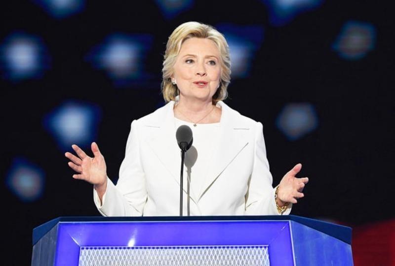 Bà Clinton phát biểu nhận đề cử của đảng Dân chủ tối 28-7.