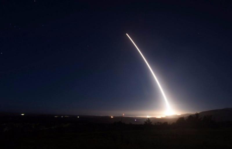 Tên lửa Minuteman III được phóng thử nghiệm trong ngày 20-2-2016 tại căn cứ không quân Vandeberg (California, Mỹ).