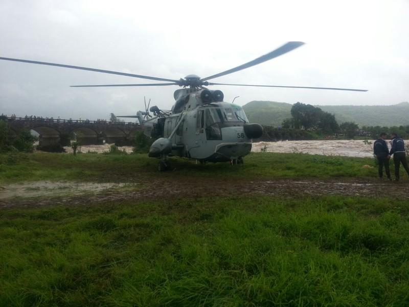 Trực thăng được triển khai cứu hộ.