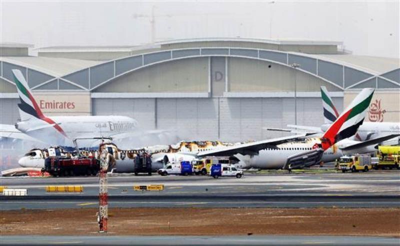 Xác chiếc Boeing777-300 sau khi được dập lửa.