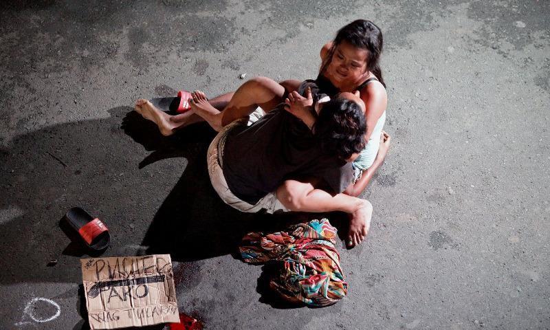 Một tội phạm ma túy đường phố Philippines bị dân phòng giết.