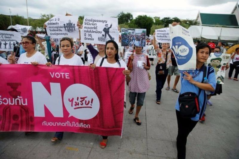Người dân Thái Lan vận động không thông qua hiến pháp mới quân đội soạn thảo.