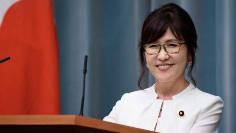 Tân Bộ trưởng Quốc phòng Nhật Tomomi Inada tại cuộc họp báo ngày 4-8.