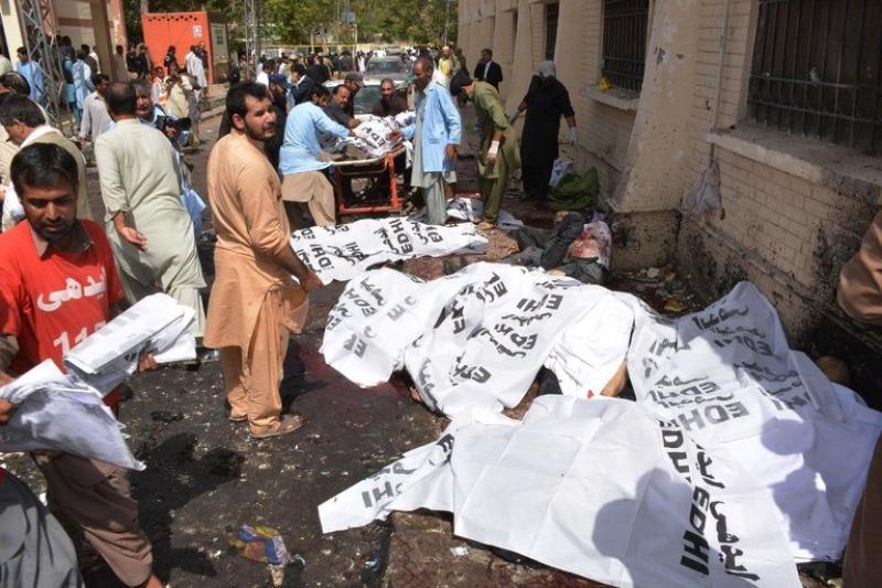 Hiện trường vụ đánh bom nhắm vào các luật sư tại một bệnh viện TP Quetta (tỉnh Baclochistan, Pakistan) ngày 8-8.