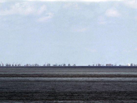 Trung Quốc cải tạo trái phép đá Subi ở quần đảo Trường Sa của Việt Nam.