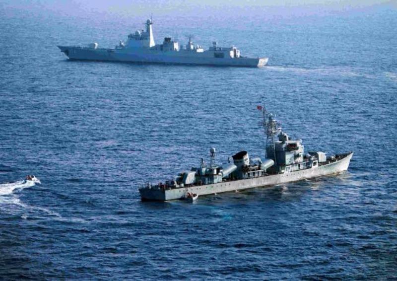 Tàu chiến Trung Quốc trong một cuộc tập trận trái phép ở quần đảo Hoàng Sa của Việt Nam.