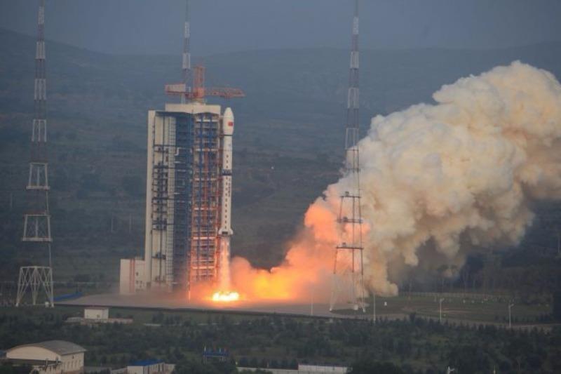 Vệ tinh Cao Phân-3 được tên lửa đẩy Long March 4C phóng đi từ Trung tâm Phóng vệ tinh Thái Nguyên ở tỉnh Sơn Tây (Trung Quốc) ngày 9-8.