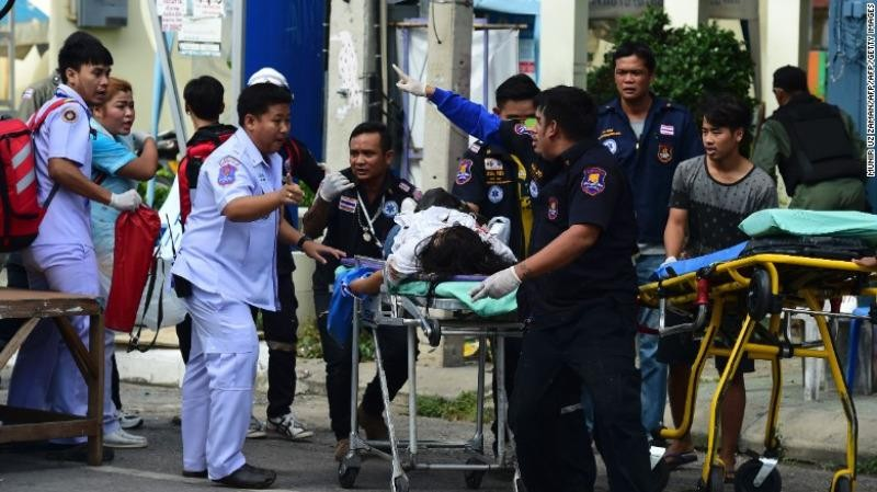 Người bị thương sau các vụ nổ bom ở Hua Hin (Thái Lan).
