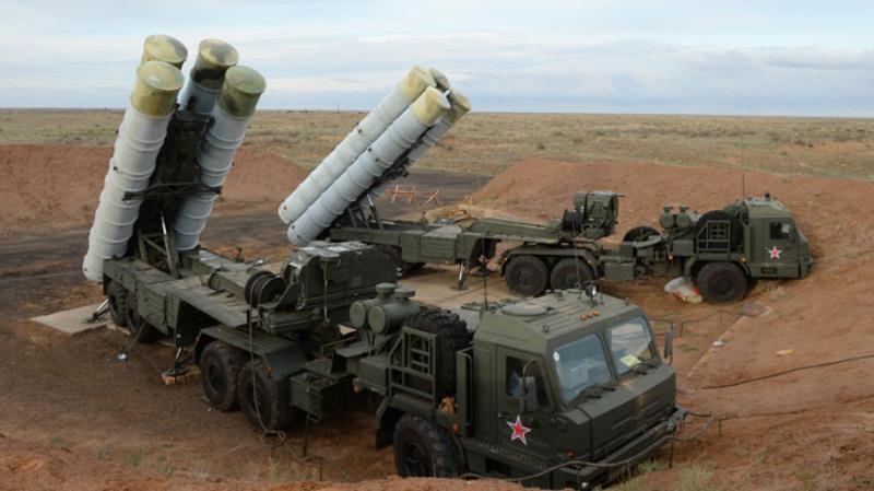 Nga triển khai tên lửa đất đối không S-400 đến Crimea giữa lúc căng thẳng với Ukraine tăng cao.