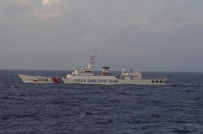 Tàu bảo vệ bờ biển Trung Quốc gần đảo tranh chấp Senkaku/Điếu Ngư trên biển Hoa Đông.