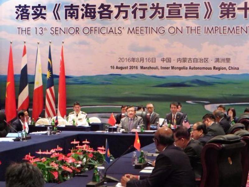 Các quan chức tham dự cuộc gặp về COC tại Mãn Lý Châu (Nội Mông, Trung Quốc) ngày 6-8.
