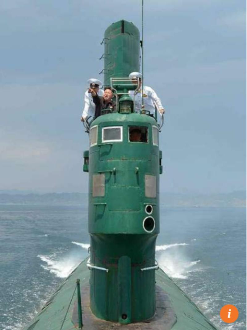 Lãnh đạo Triều Tiên Kim Yong-un trong một lần thị sát tàu ngầm.