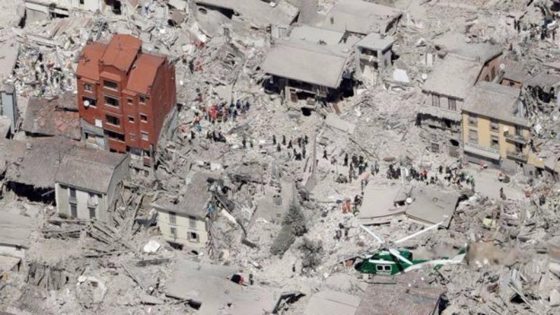 Thị trấn Amatrice gần như bị động đất phá hủy hoàn toàn. Ảnh: AP