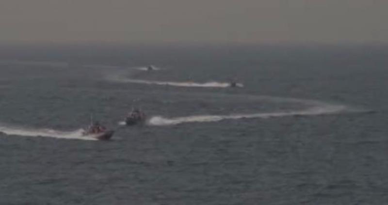 Bốn tàu Iran tiến về tàu khu trục tên lửa USS Nitze của Mỹ.