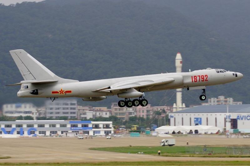 Máy bay ném bom Xian H-6 được Trung Quốc sản xuất theo mẫu máy bay ném bom Tupolev Tu-16 của Nga.