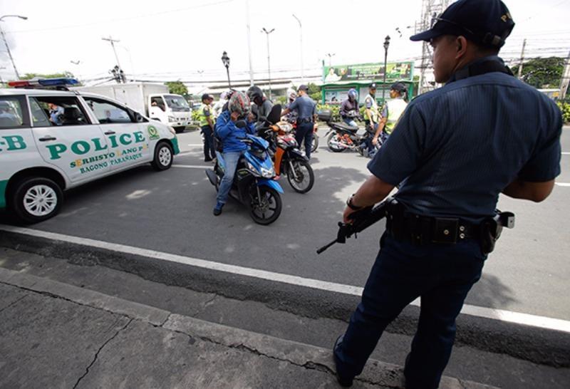 ảnh sát Philippines tuần tra đường phố nam Manila ngày 5-9 sau khi Tổng thống Duterte tuyên bố tình trạng khẩn cấp.