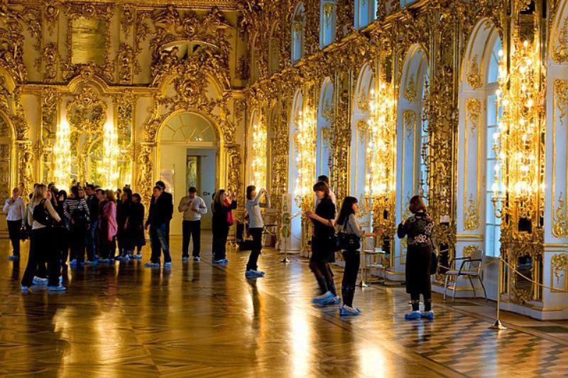 Cung điện Catherine Palace đón du khách đến tham quan.