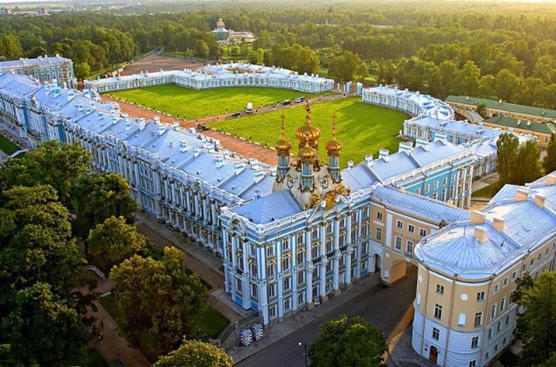 Toàn cảnh cung điện Catherine Palace ở St. Petersburg.