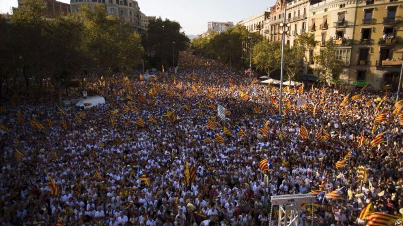 Hàng trăm ngàn người biểu tình ở Barcelona đòi Catalonia độc lập khỏi Tây Ban Nha ngày 11-9-2016.