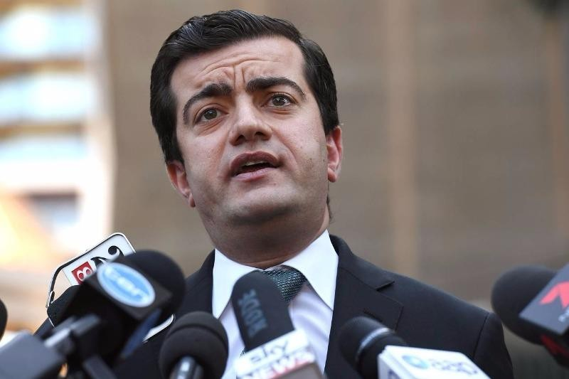 Thượng nghị sĩ Sam Dastyari bị cáo buộc nhận tiền của Trung Quốc để làm loa tuyên truyền cho Trung Quốc.