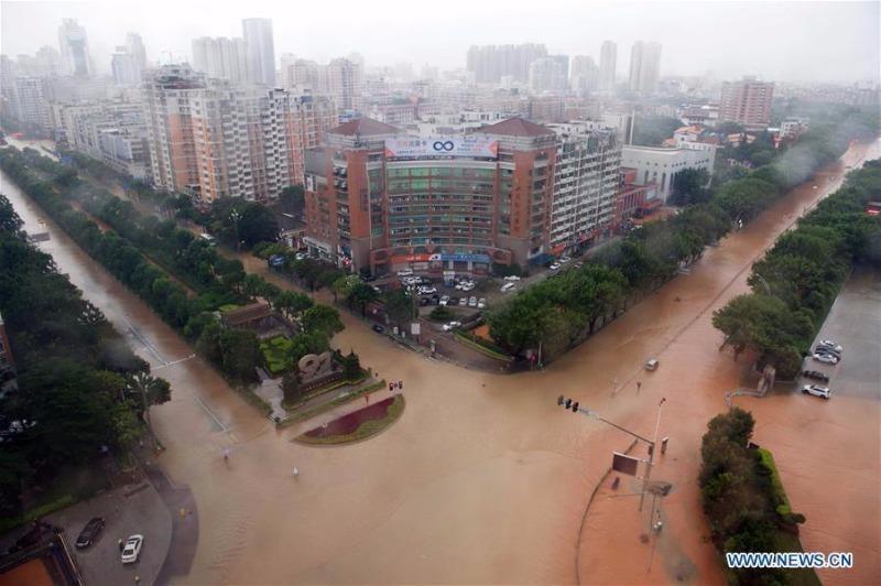 Đường phố huyện Tuyền Châu tỉnh Phúc Kiến (Trung Quốc) biến thành sông sau khi đón siêu bão Meranti.