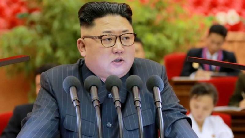 Lãnh đạo Kim Jong-un vừa chỉ đạo thử động cơ tên lửa để phóng vệ tinh.