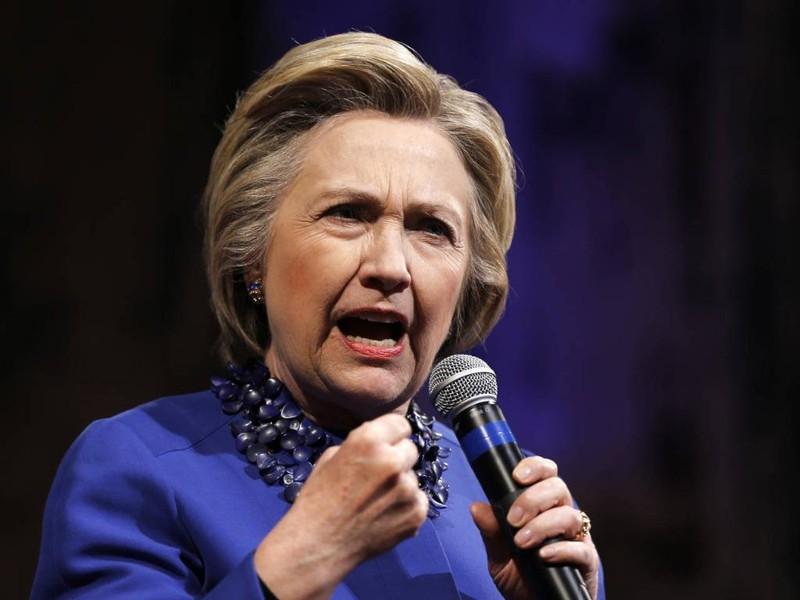 Bà Clinton cần tiếp tục giữ thế tấn công ông Trump trong các cuộc tranh luận sắp tới.
