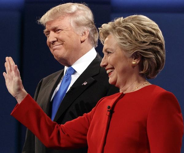 Bà Clinton và ông Trump trong cuộc tranh luận đầu tiên tối 26-9.