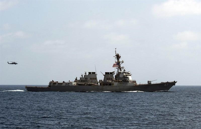 Tàu khu trục USS Mason trong một cuộc tập trận trên vịnh Oman ngày 10-9.