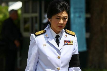 Cựu Thủ tướng Thái Lan Yingluck Shinawatra đến Hoàng cung viếng Quốc vương Bhumibol Adulyadej ngày 14-10.