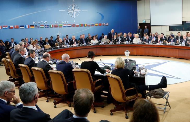 Hội nghị Bộ trưởng Quốc phòng NATO ở Bỉ ngày 26-10. Ảnh: REUTERS