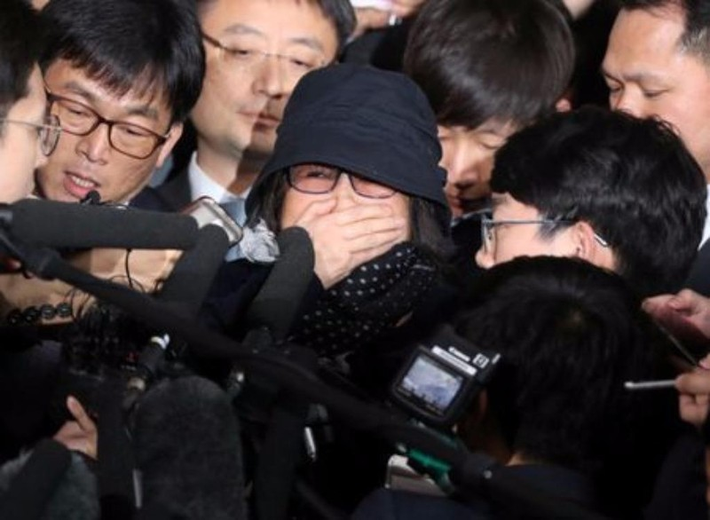 Bà Choi Soon-sil đến văn phòng công tố Seoul ngày 31-10.