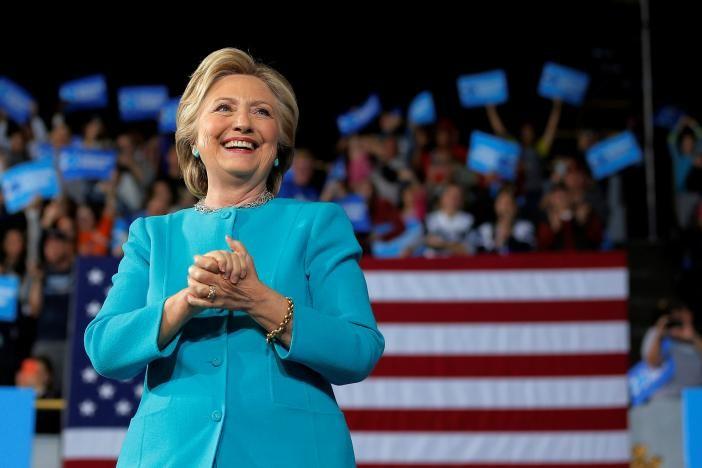 Tạo việc làm, tăng thu nhập là ưu tiên của bà Clinton trong nhiệm kỳ tổng thống.